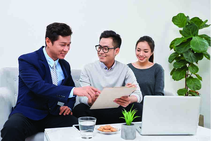 Foreign couple consulting a moneylender in Singapore