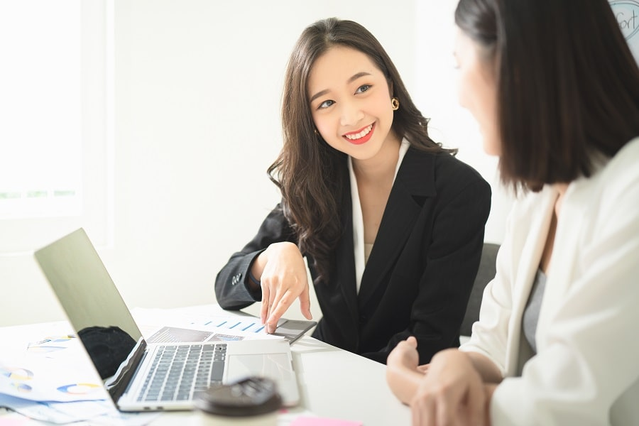 a smiling money lender agent discussing options with her client