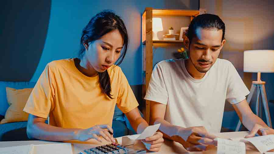 couple doing their finances before applying for personal loan
